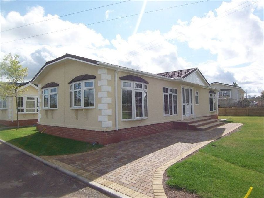 2 bedroom mobile home for sale in cotswold manor park