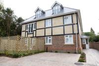 Flat to rent in Cedar Road, Sutton...