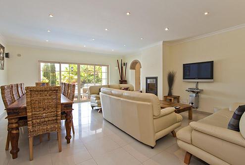 4 Bedroom Carvoeiro Living room