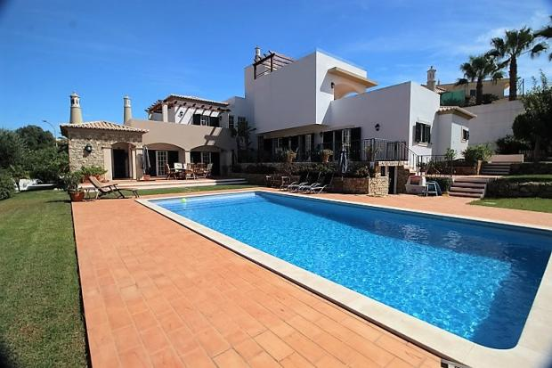 villa pool/garden view