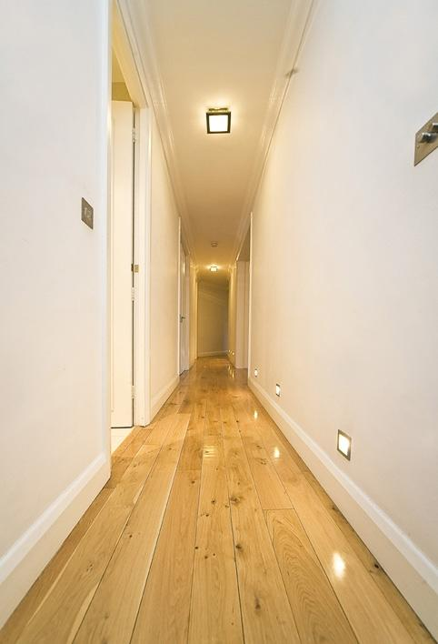 NHG001F83_hallway