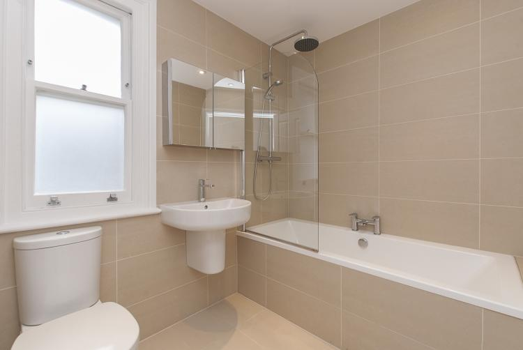 31 GS Bathroom hi...