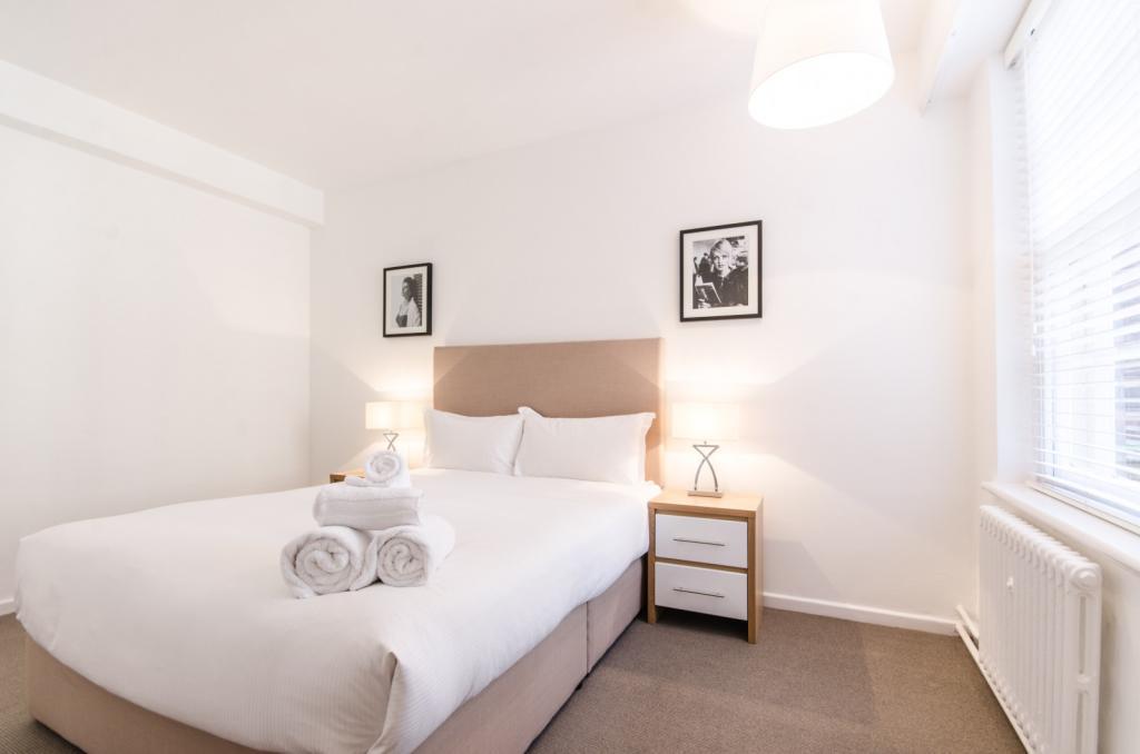 Bedroom (Main)