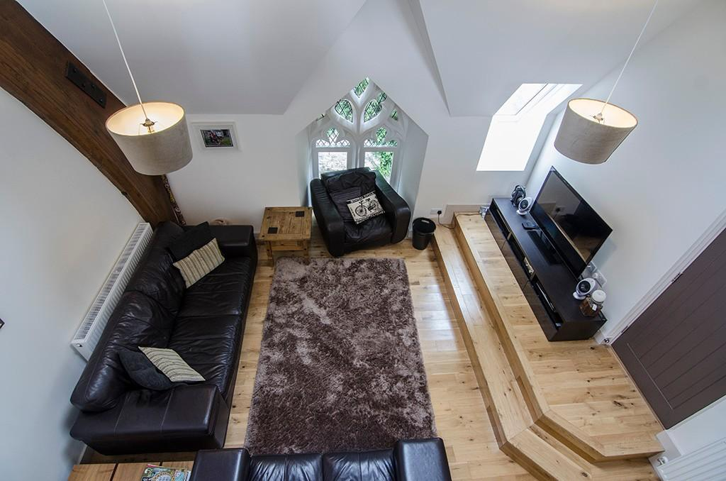 Mezzanine to Lounge
