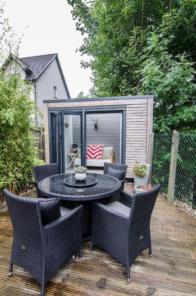 Deck to garden room