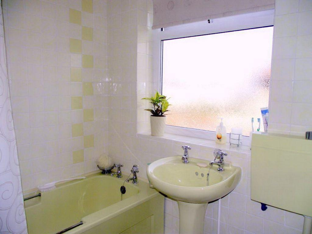 Yellow bathroom suite 28 images yellow bathroom with for Best bathrooms on the road
