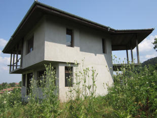 Village House for sale in Pchelishte...