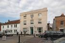 Studio apartment to rent in High Street, Petersfield...