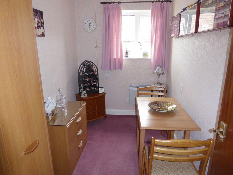 Bedroom 2 / Di...