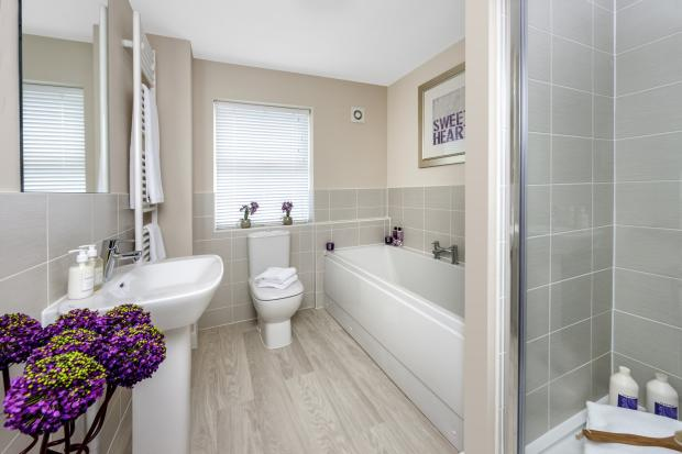 Moorecroft family bathroom at Spireswood Grange