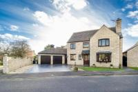 4 bedroom Detached property in Stanway Close, Witney...