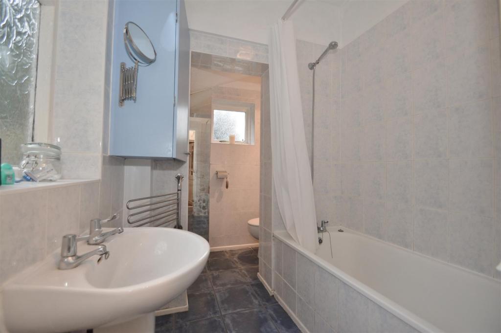 # Bathroom (2).JPG