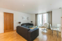 Flat in Albert Embankment, SE1