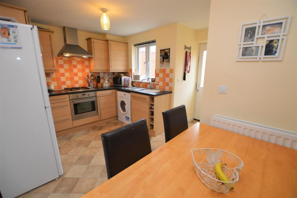 2 bedroom end of terrace house for sale in kirk way for Terrace kitchen diner