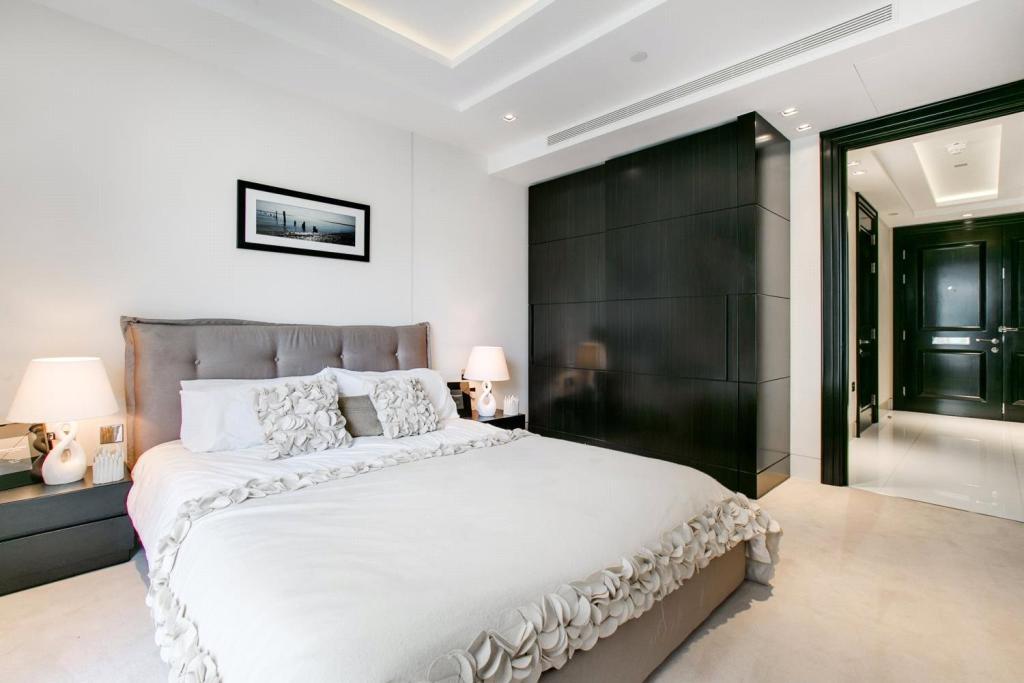 375 Kensington High Street,Master Bedroom