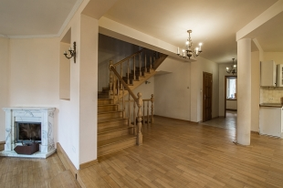 4 bed semi detached home for sale in Mazovia, Warsaw
