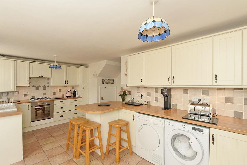 Edy-Kitchen_3.jpg
