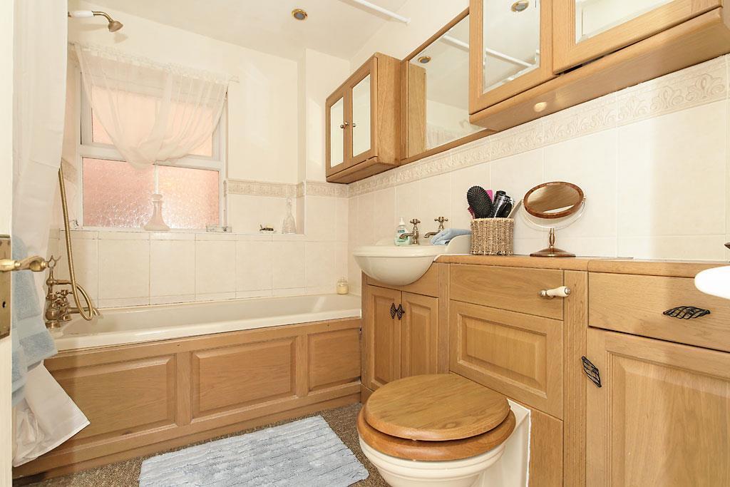 Edy-Bath.jpg