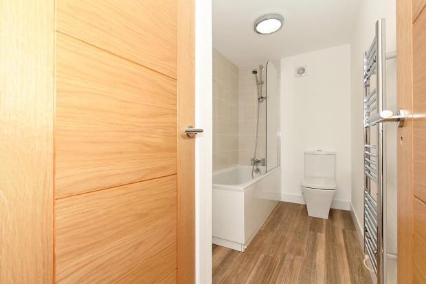 Flat-Five-Bath.jpg