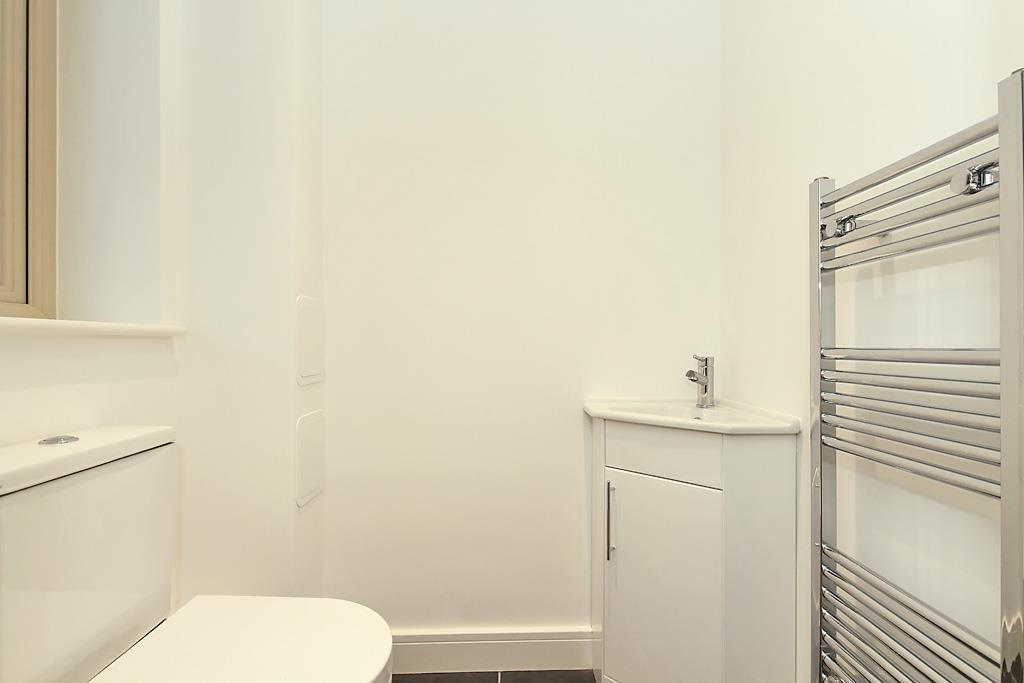Plot-8-Cloakroom.jpg