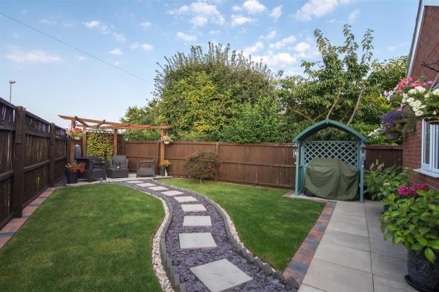Enclosed side garden