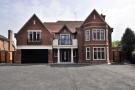 7 bedroom Detached home for sale in Court Road, Eltham
