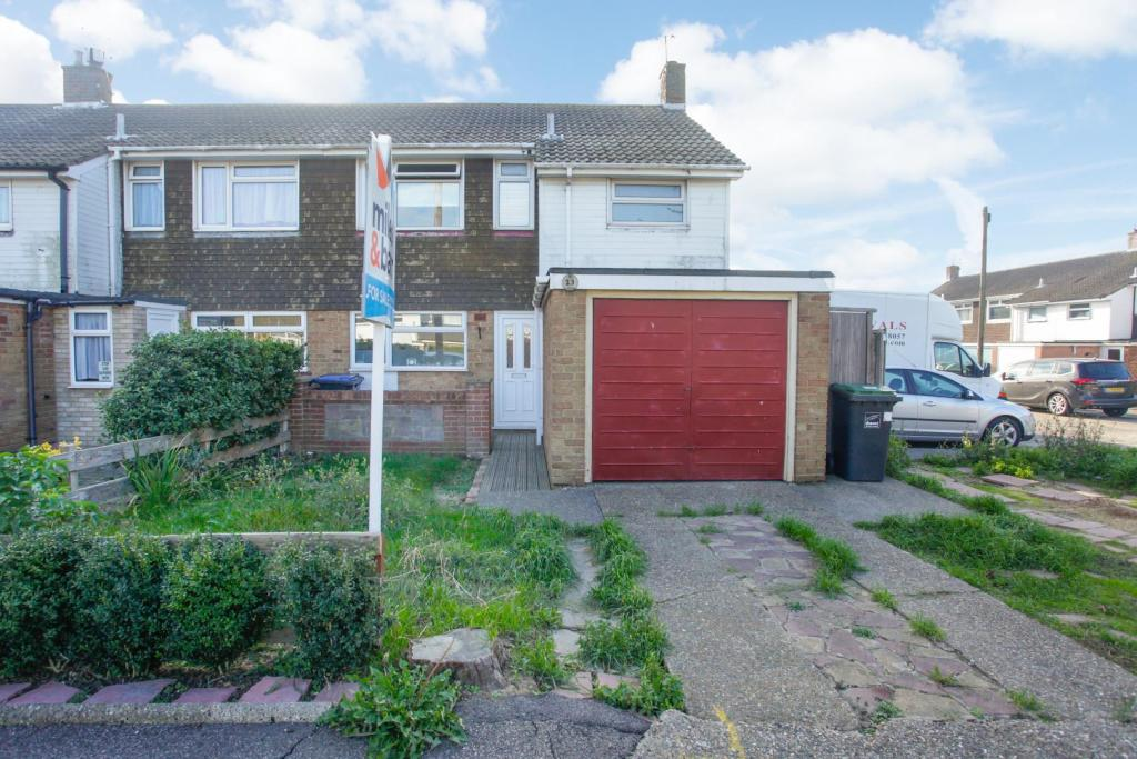 3 bedroom end of terrace house for sale in donnahay road ramsgate ct12
