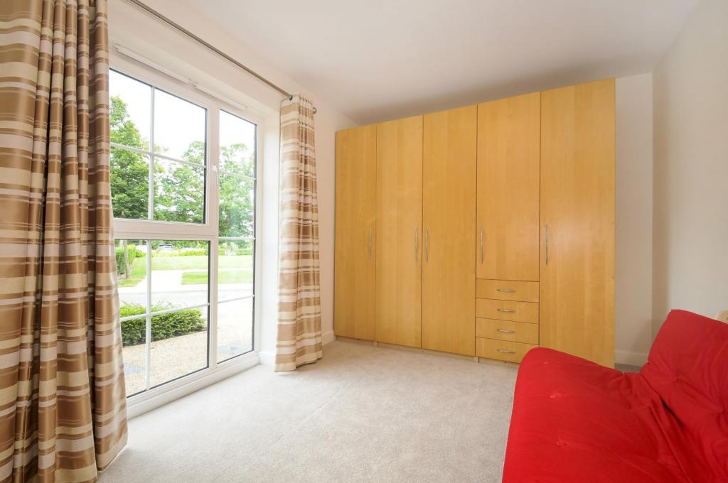 2 Bedroom Flat To Rent In Unwins Court Gresham Park Road Old Woking Gu22