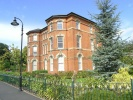 Flat to rent in Kensington Square...