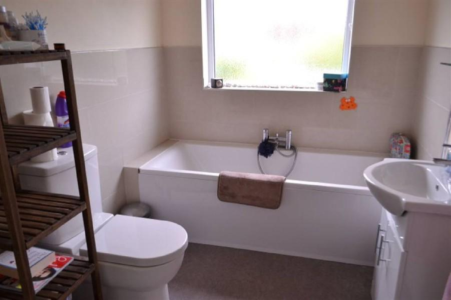 3 bedroom semi detached house for sale in south kingsmead for G bathrooms leicester