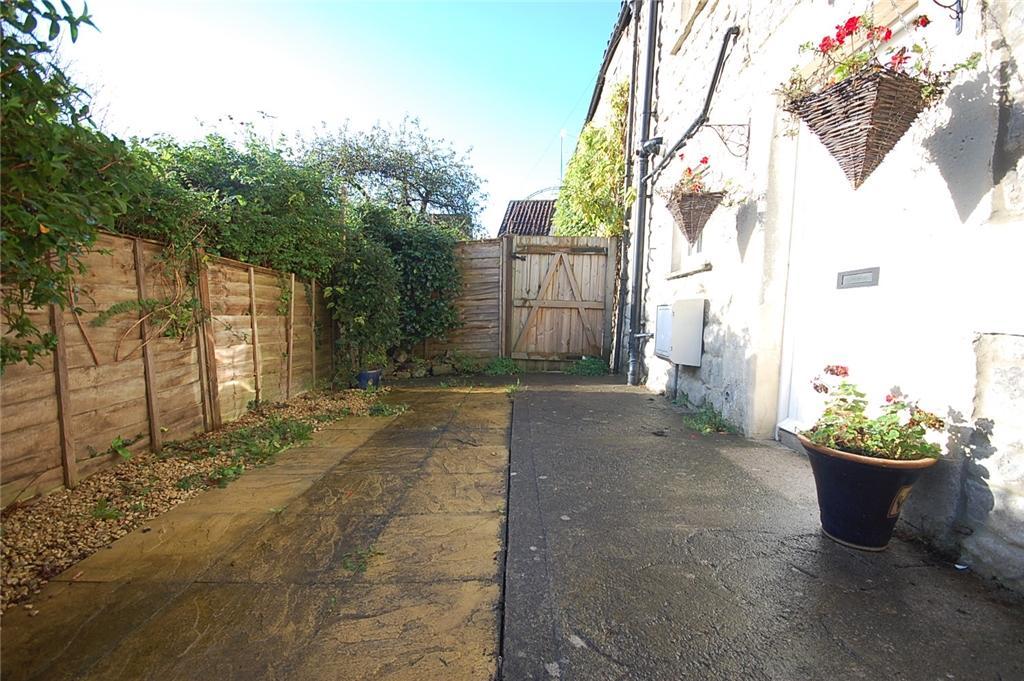 Courtyard Garden To Front
