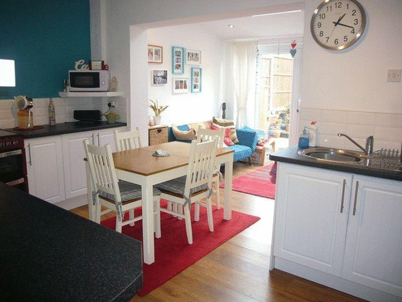 3 bedroom house for sale in hallfields lane rothley le7 for L shaped living room and kitchen