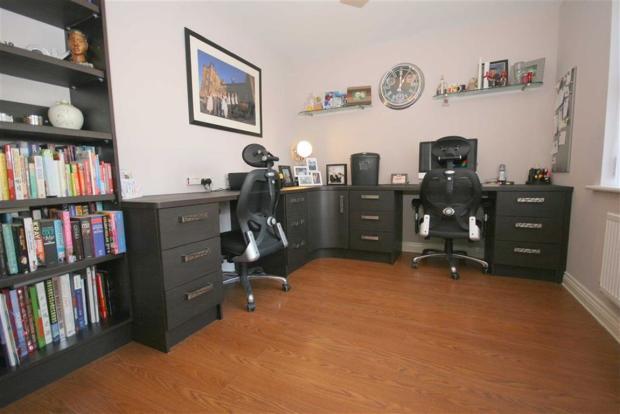 SITTING ROOM / OFFIC