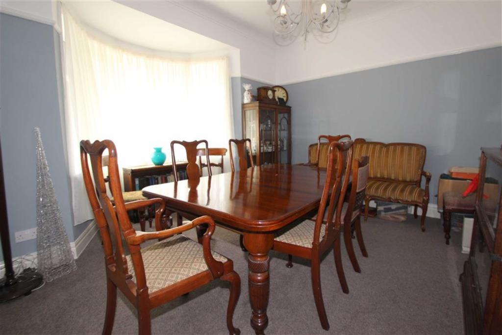 DINING ROOM / BEDROO
