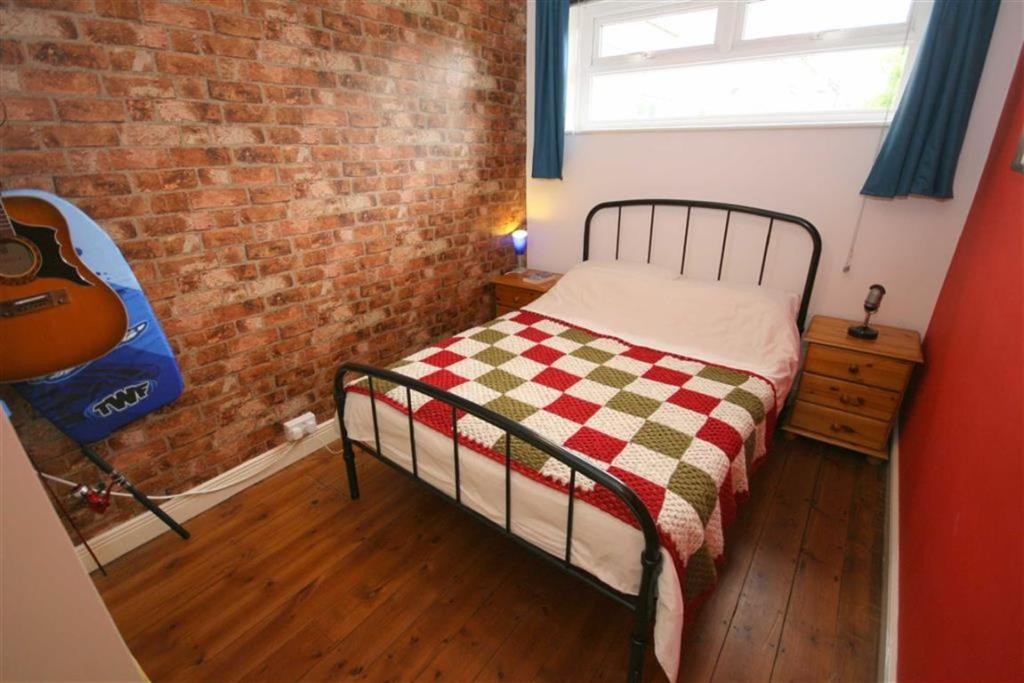 SIDE DOUBLE BEDROOM