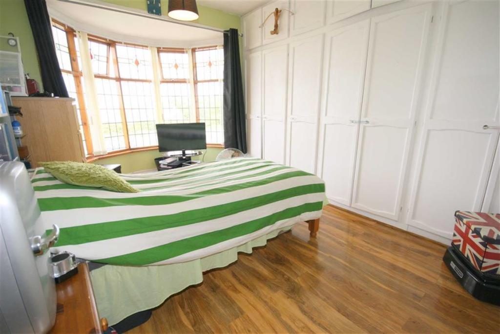 FRONT DOUBLE BEDROOM