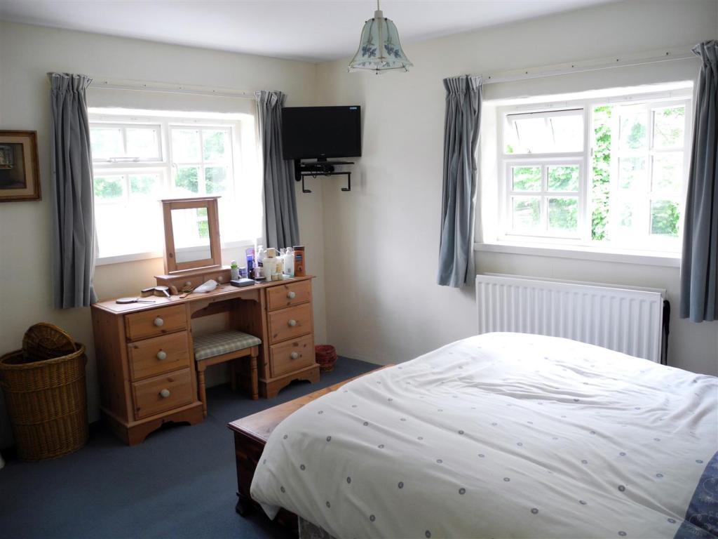 7073 bed .jpg