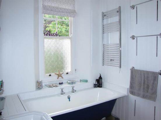 7119 Bathroom.JPG