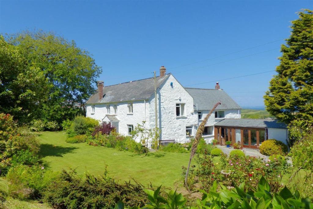 5 bedroom farm house for sale in st keverne helston tr12 for 5 bedroom farmhouse