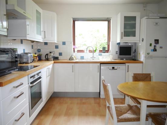heron kitchen 1.JPG