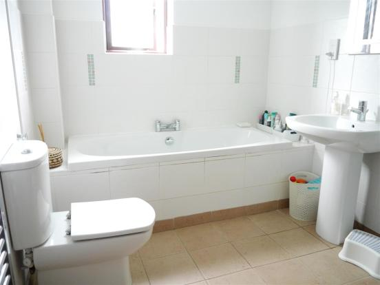 heron bathroom 1.JPG