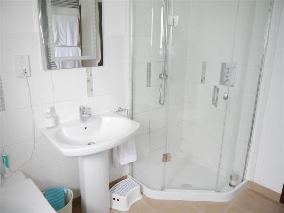 heron bathroom 2.JPG