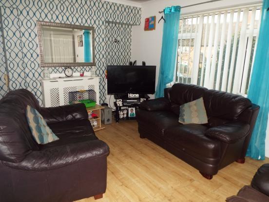 3 bedroom terraced house for sale in leybourne drive for Living room nottingham