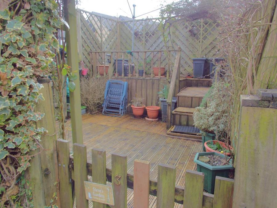 Decked Garden Pic1