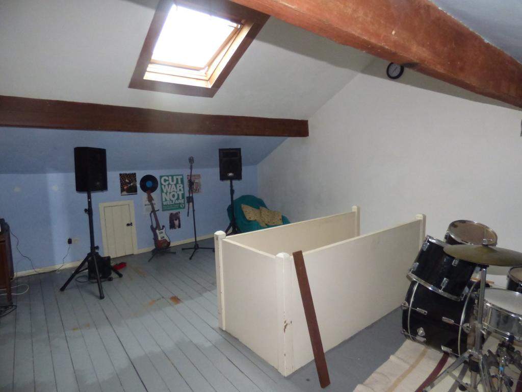 Attic Bedroom Pic1