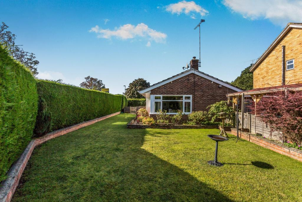 3 Bedroom Bungalow For Sale In Milton Road Waterlooville Hampshire Po8