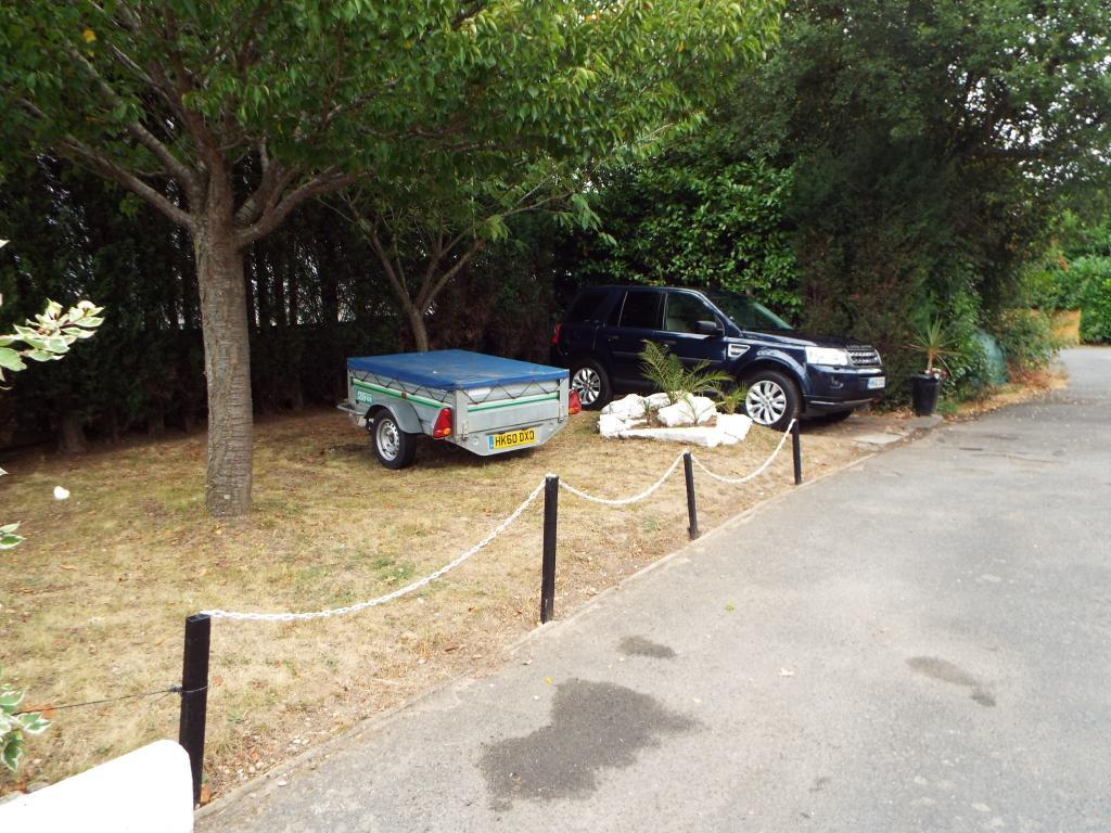 Parking/garden area