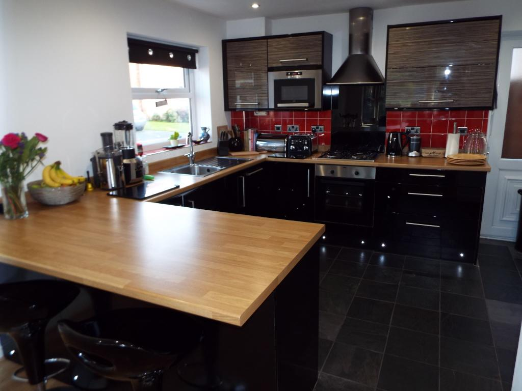 Kitchen (open to din