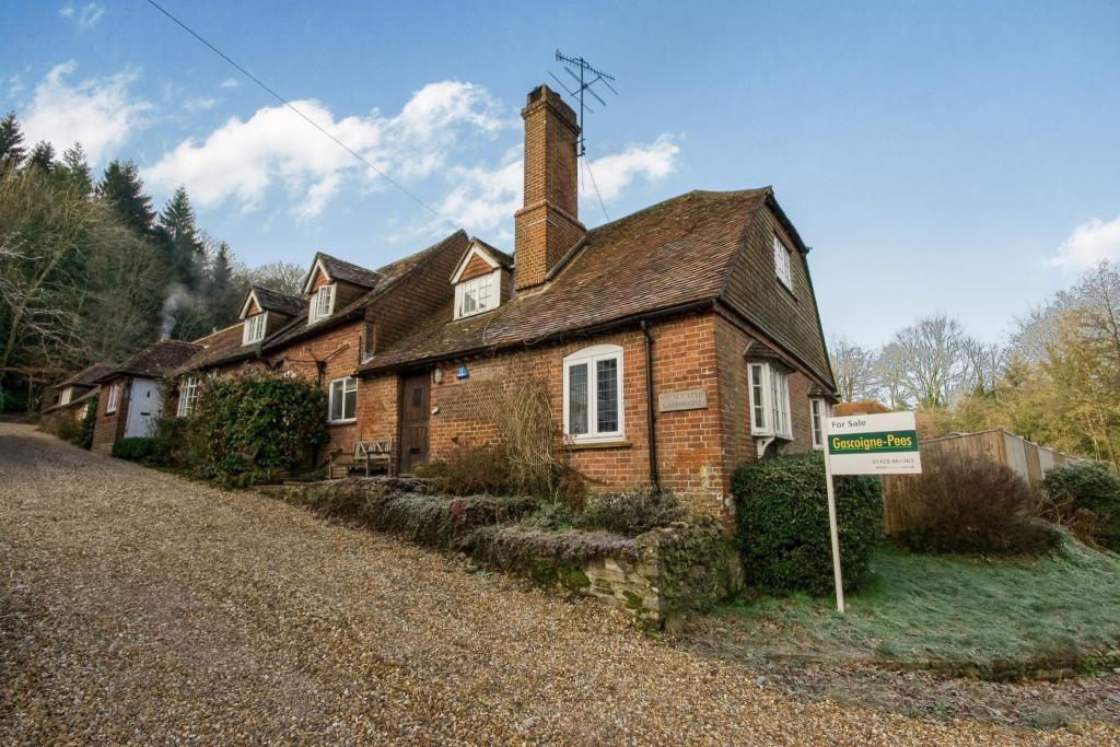 3 Bedroom Semi Detached House For Sale In Haslemere Surrey United Kingdom Gu27