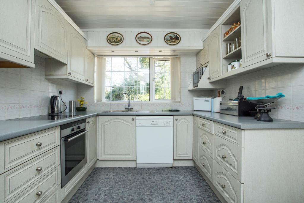 Kitchen (P)
